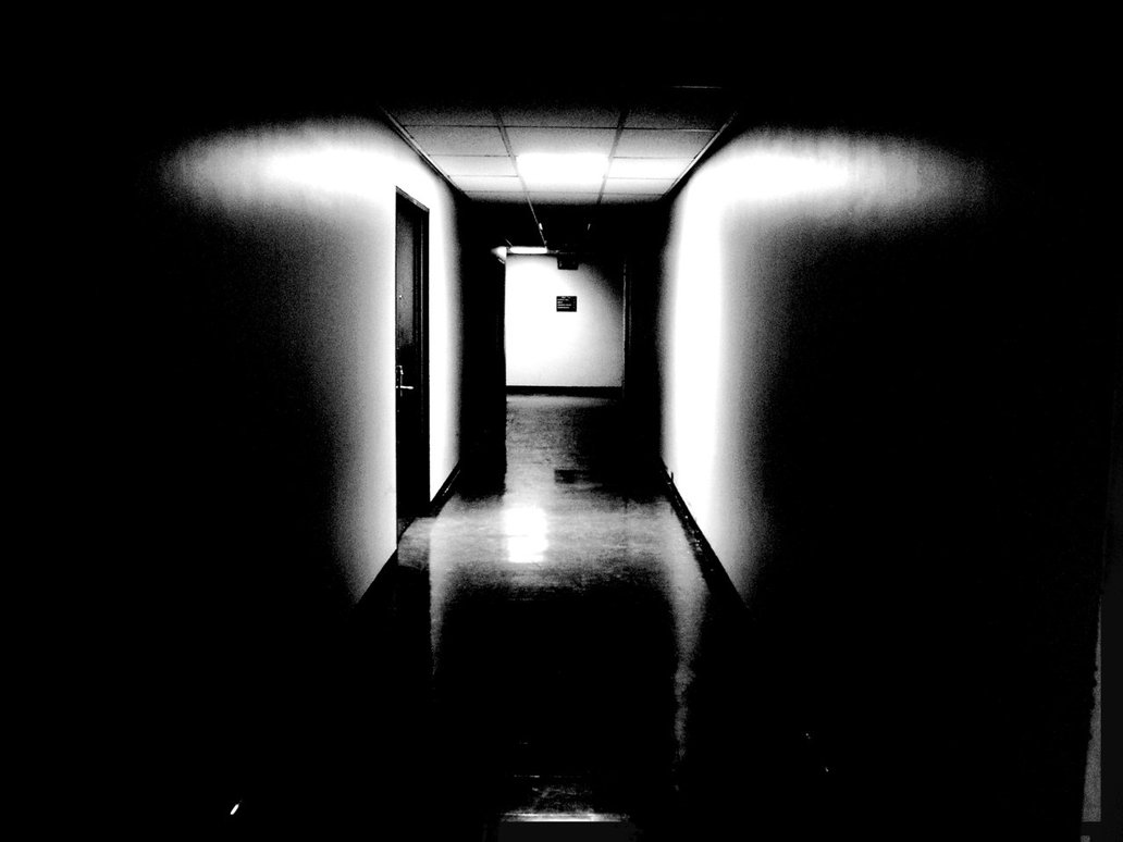 dark_hallway_by_ddrmixer.jpg