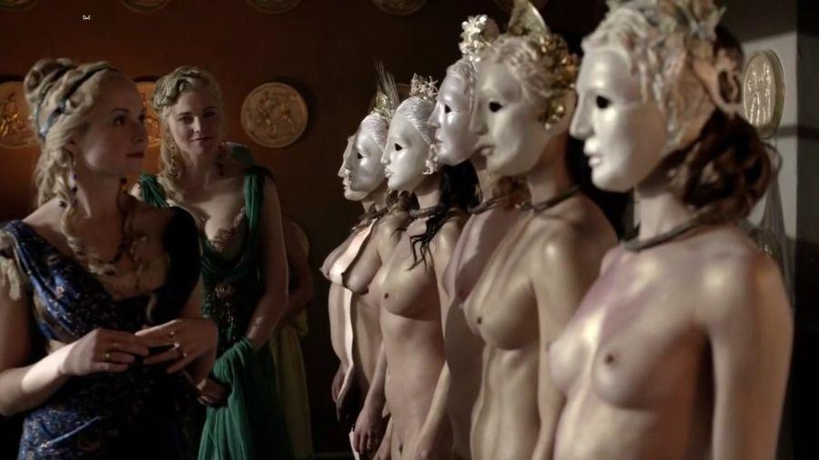 Spartacus : petits ou gros seins ?